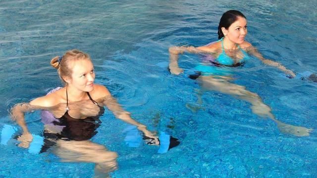 τα οφελη της ασκησης στο νερό
